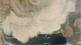 Superburza piaskowa nad Azją. Miała 1000 km zasięgu