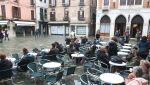Turyści odwiedzają Wenecję (PAP/EPA/EMILIANO CRESPI)