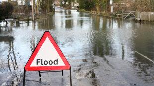 Efekty zmian klimatu? Powodzie i ulewy, a nie fale wielkich upałów