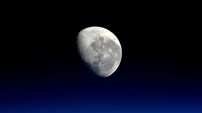 """Amerykanie przyspieszają termin lotu na Księżyc. """"Podejmujemy ryzyko"""""""
