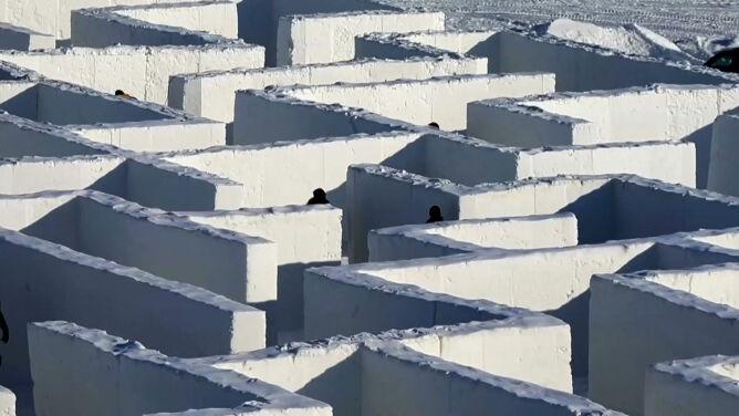 Z powodu pandemii powiększyli największy na świecie śnieżny labirynt