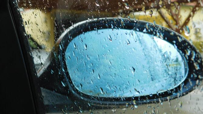 Lokalnie drogi zmoczy deszcz