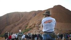 Setki turystów ustawiło się w długich kolejkach (PAP/EPA/LUKAS COCH)